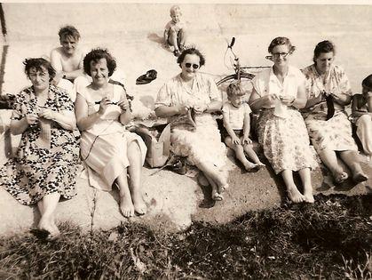 1389219333000-Vintage-Knitting-Circle