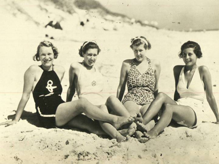 1935-girls-on-the-beach-o