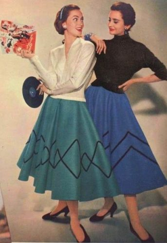 1955-circle-skirts-felt-poodle-343x500