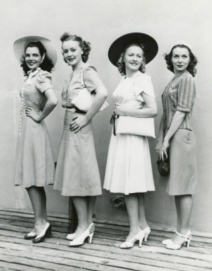 1940s-day-dresses-womebn1-300x383