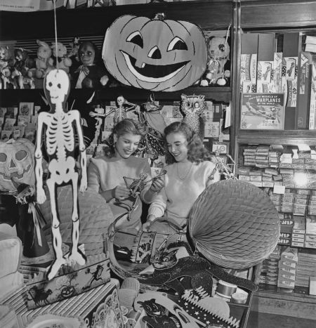 vintage-halloween-decorations-shop-13